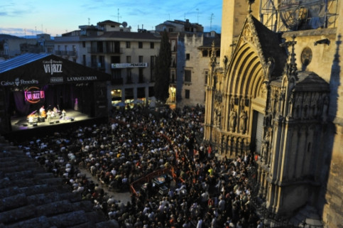 Vijazz's main stage at Vilafranca's Gothic Square (by Vijazz / ACN)