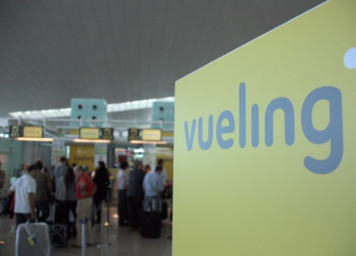 Vueling's logo at the Terminal 1 building of Barcelona's Airport (by B. Cazorla)