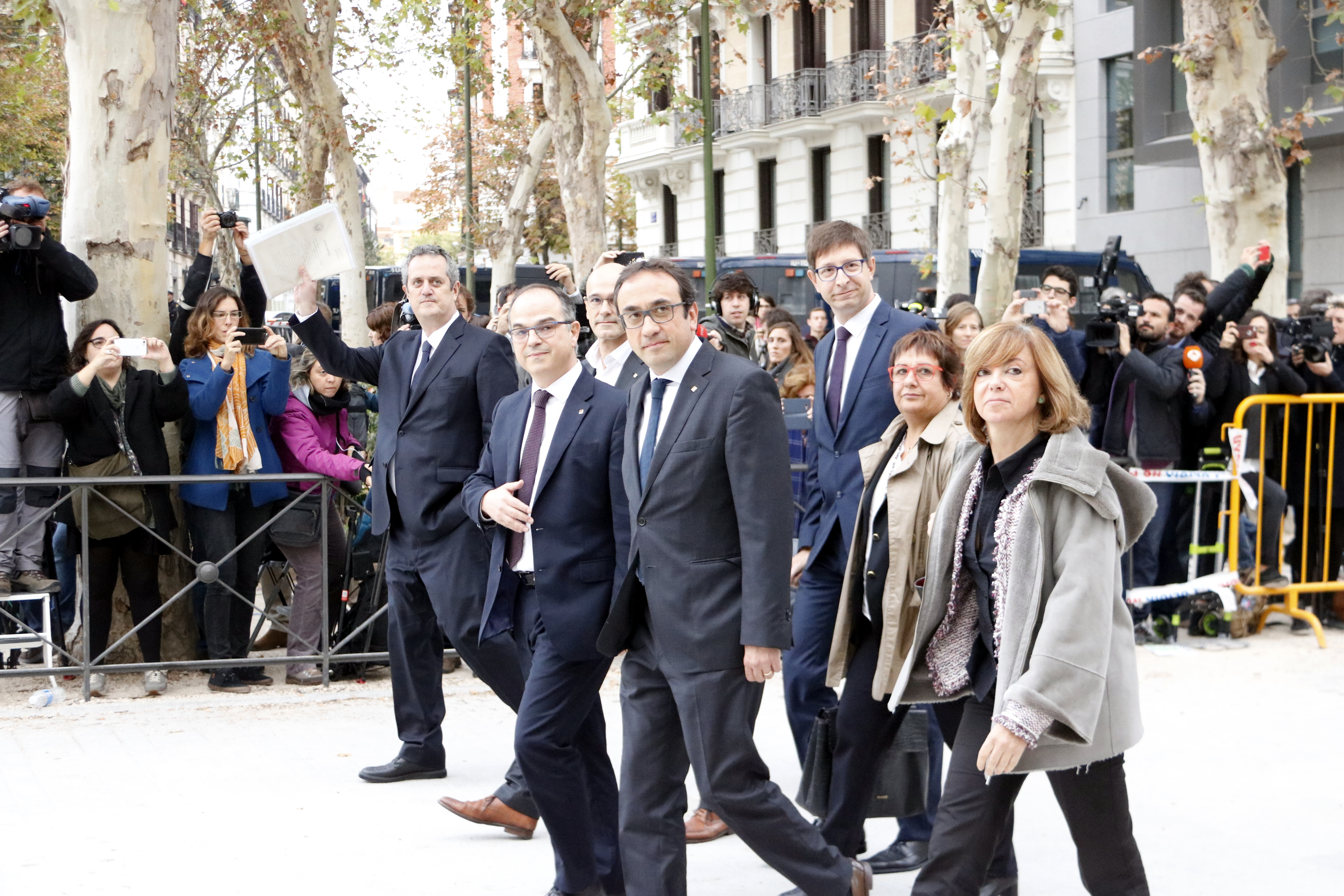 Deposed Catalan ministers arrive at the Spanish National Court (by Rafa Garrido)