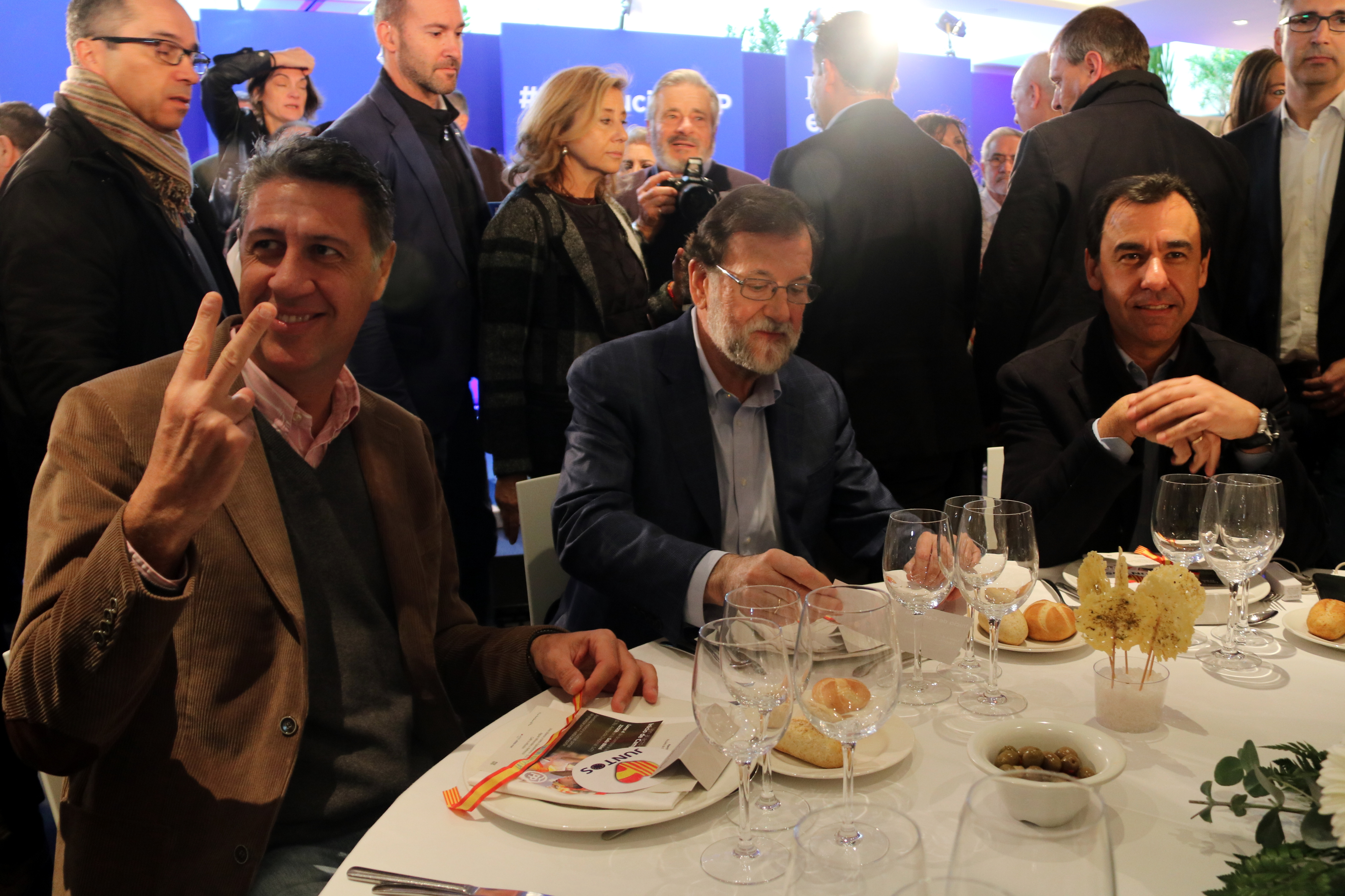 Spanish president Mariano Rajoy, head of PPC Xavier Garcia Albiol and Fernando Martínez Maíllo during PP's pre-campaign event in Mataró on December 2 2017 (by Àlex Recolons)