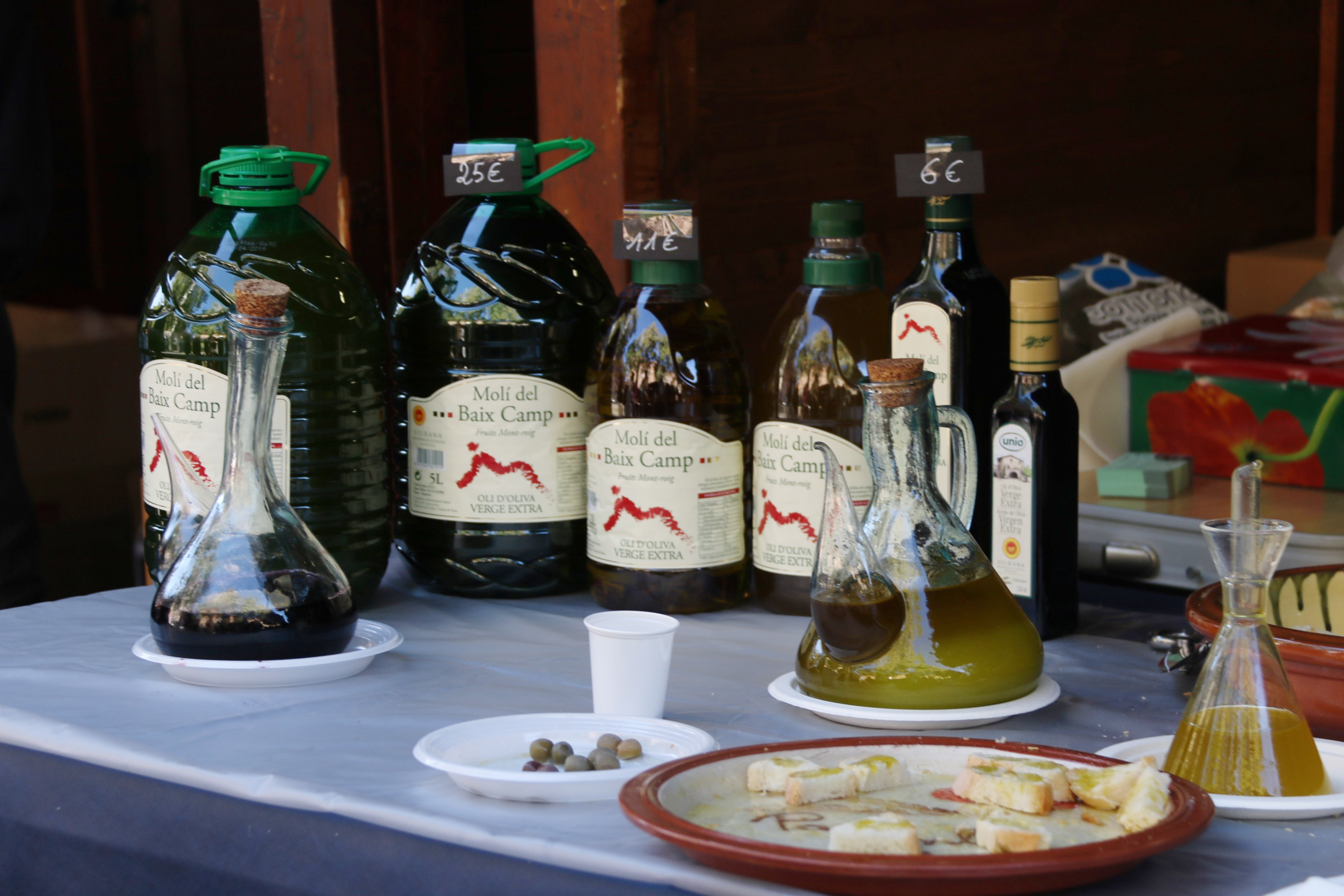 Products on display at the 17th Olive Oil Fair in Tarragona (by ACN)