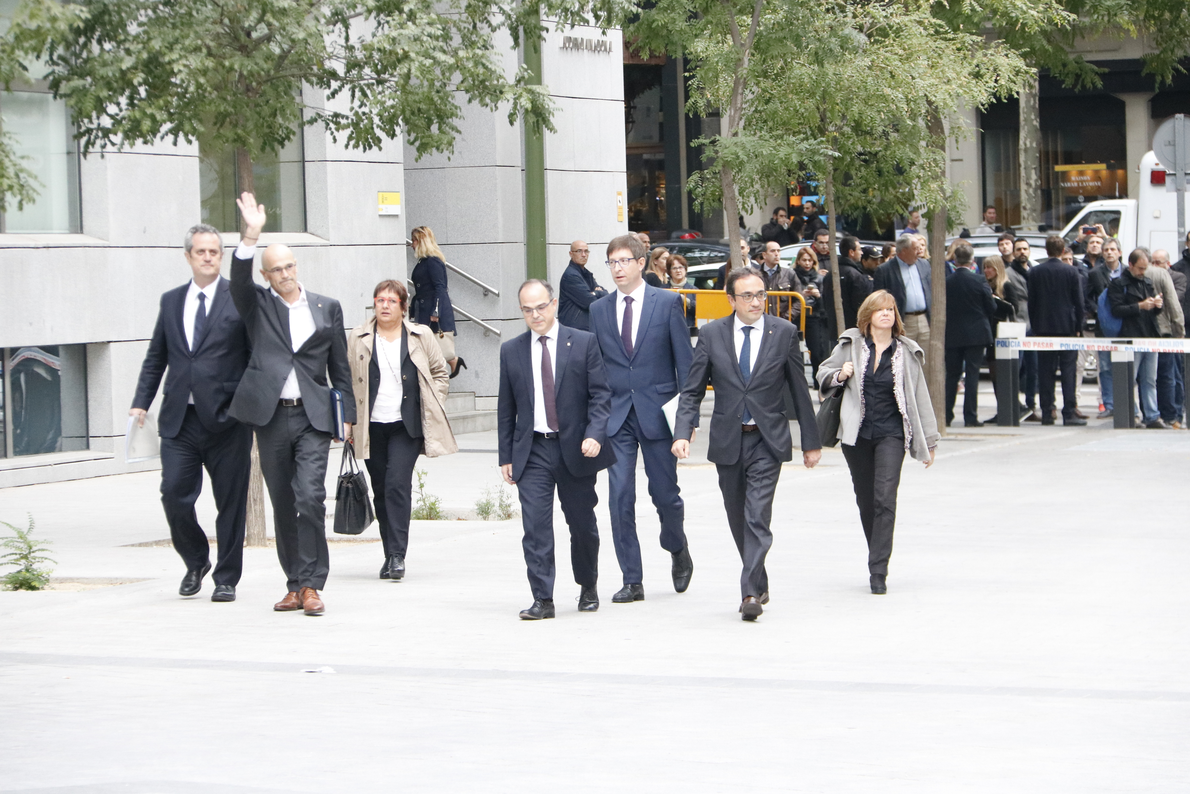 Catalan ministers arrive in Spain's National Court, charged for declaring independence (by Rafa Garrido)
