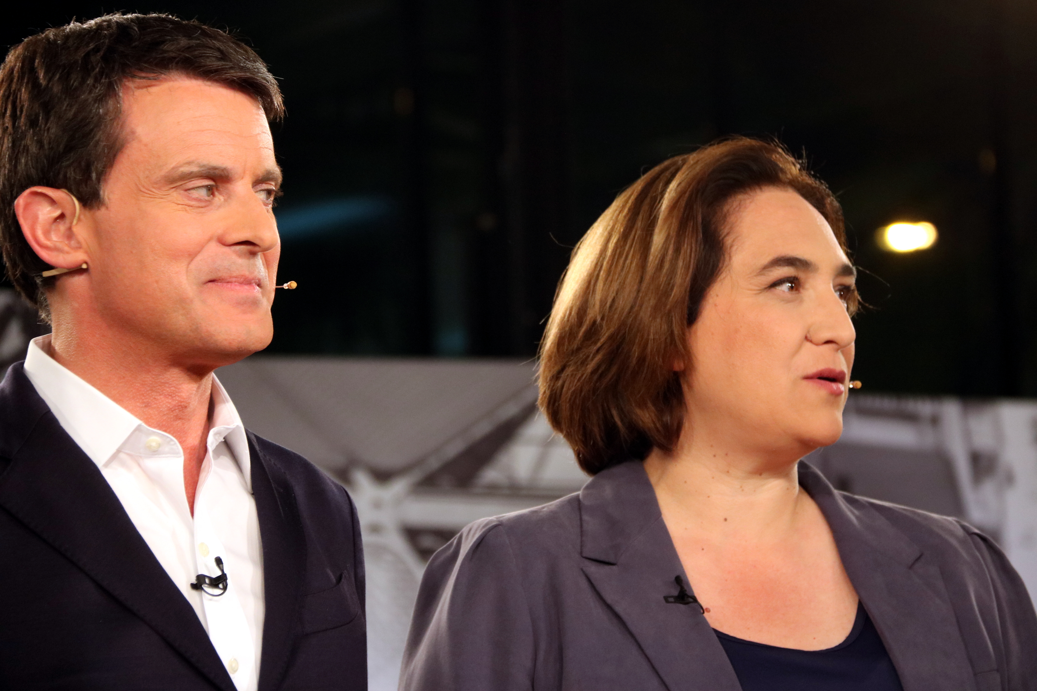 Barcelona mayor Ada Colau (right) and Ciutadans' candidate in the local election, Manuel Valls (by Nazaret Romero)